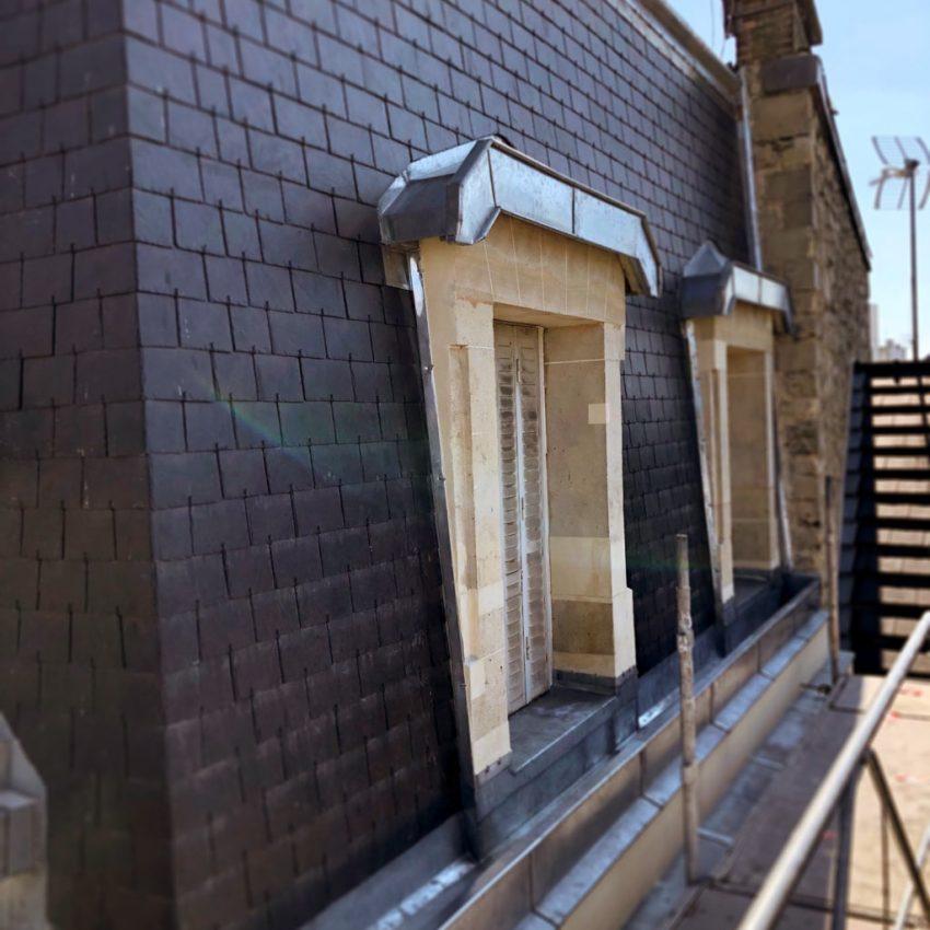 couverture d'une toiture en tuiles ardoise